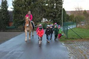 Reiten und Wandern, beim Kindergeburtstag