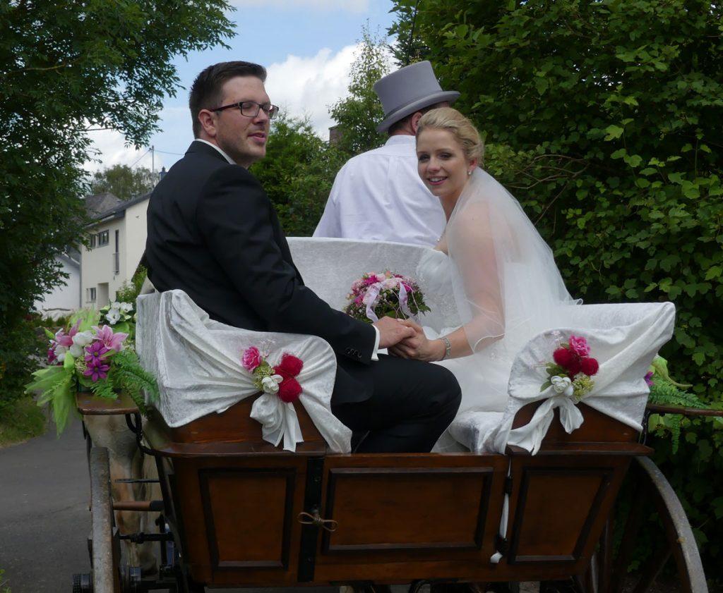 Traumhaft, sogar die Deko und der Brautstrauß passen zusammen