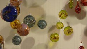 Glaskugeln in verschiedenen Farben