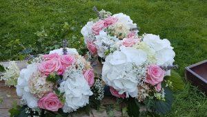 Rosen Hortensien und Schleierkraut